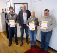 Das Foto zeigt v.l.n.r.: Marc Müsse, Bürgermeister Walter Kiß, Anne Pröpper und Werner Schmidt
