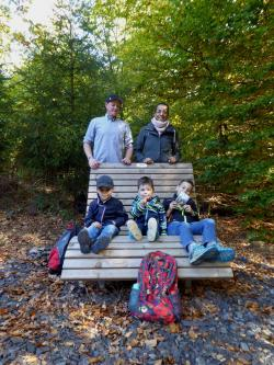 Stehend: Torsten Glootz, Sarol Glootz, Sitzend von links nach rechts: Jonas Glootz, Mats Glootz, Luke Glootz