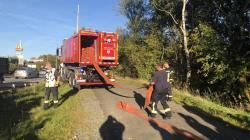 Rund 60 Aktive der freiwilligen Feuerwehren aus Kreuztal, Hilchenbach, Freudenberg und Netphen haben ab dem frühen Abend rund 1,6 Kilometer Schlauchleitungen verlegt. Diese wurden vom Land aus Mitteln des Katastrophenschutzes zur Verfügung gestellt.